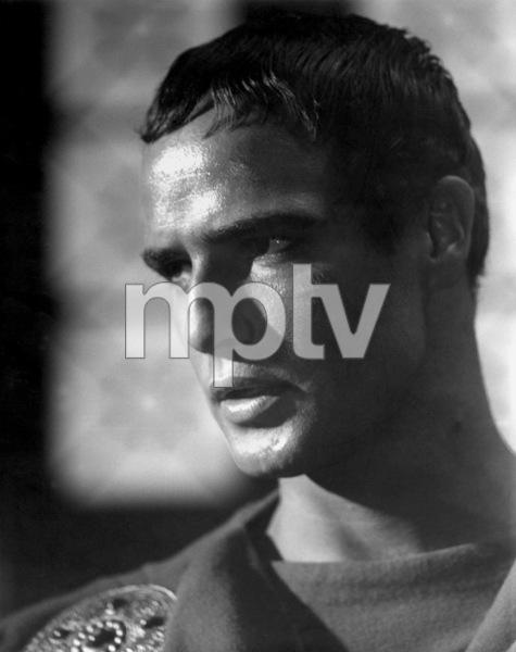 Marlon BrandoFIlm SetJulius Caesar (1952)Copyright John Swope Trust / MPTV - Image 0007_0400