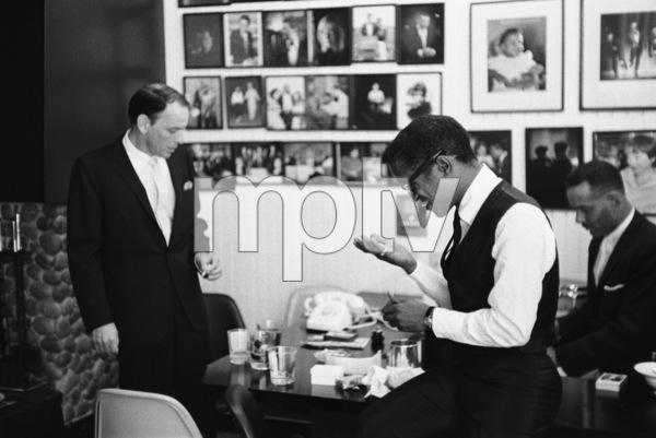 Frank Sinatra at Sammy Davis Jr.