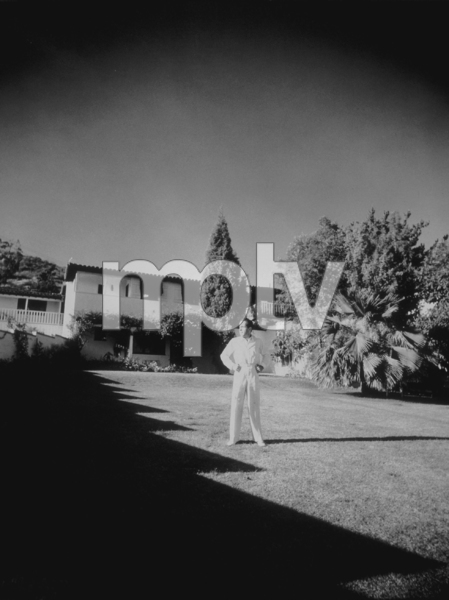 Humphrey Bogart at home, circa 1940.MPTV - Image 0015_1335