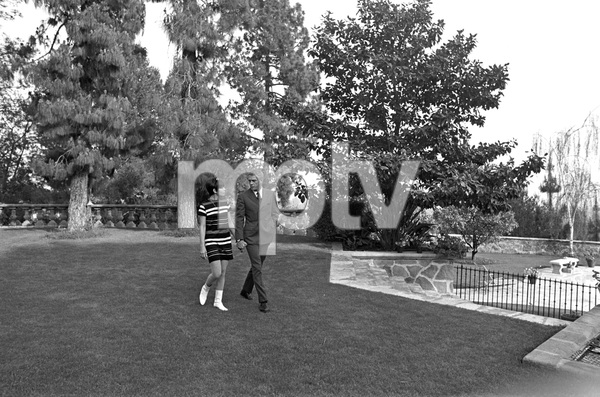 Steve McQueen and wife Neile Adams at home1970 © 1978 Gunther - Image 0019_0914