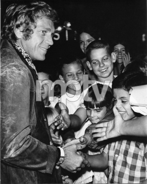 Steve McQueen signing autographs circa early 1970s ** I.V. - Image 0019_1142