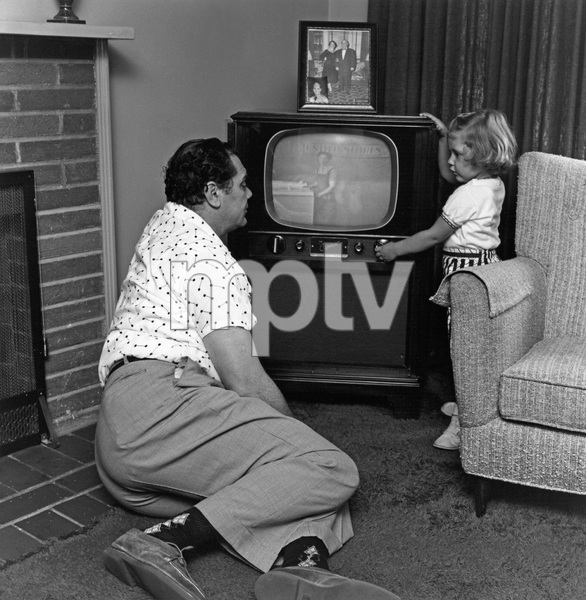 Ernest Borgnine and his daughter Nancy at homecirca 1953 © 1978 Sid Avery - Image 0023_2051