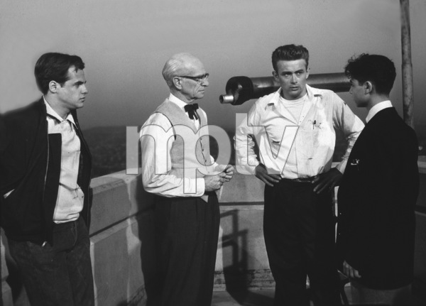 """James Dean and Sal Mineo discusses ascene or the roof of the Planetarium for""""Rebel Without A Cause.""""1955 Warner / MPTV - Image 0024_0482"""
