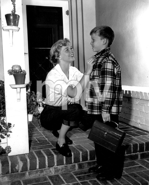 Doris DaySeeing son Terry off to school1950Photo by Bert Six - Image 0025_1008