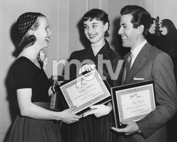 "Julie Harris, Audrey Hepburn, Tony Bavaarrecieving citations for the ""Most Promising New Broadway Stars""5/20/52**I.V. - Image 0033_2485"