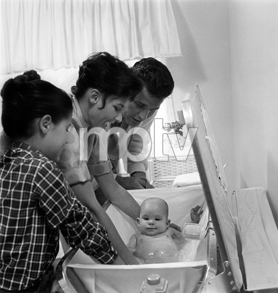 James Garner with wife Lois Clarke, step-daughter Kimberly and baby Greta 1958 © 1978 Sid Avery - Image 0037_0003