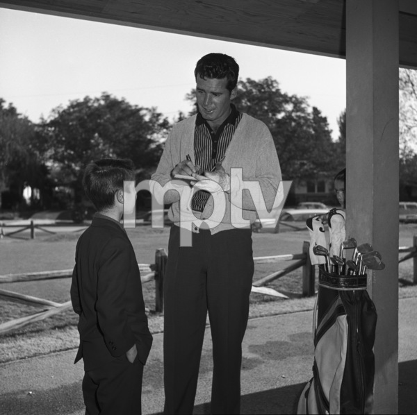 James Garner signing an autograph circa 1958 © 1978 David Sutton  - Image 0037_0813