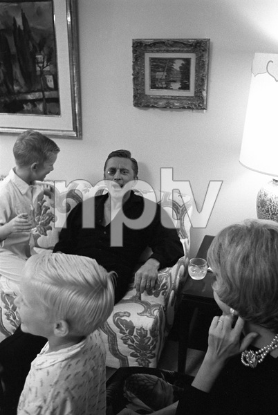 Kirk Douglas with his wife, Anne, and sons, Peter and Eric, at home in Beverly Hills, CA1962 © 1978 Sid Avery - Image 0075_1149