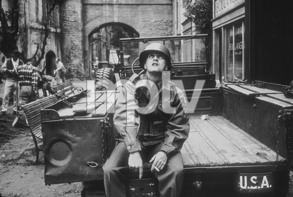 """Bob Newhart filming """"Hell is for Heroes"""" at Paramount Studios, 1961. © 1978 Sid Avery MPTV - Image 0092_0005"""