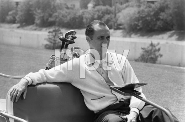 Bob Newhart golfing 1961 © 1978 Sid Avery - Image 0092_0242