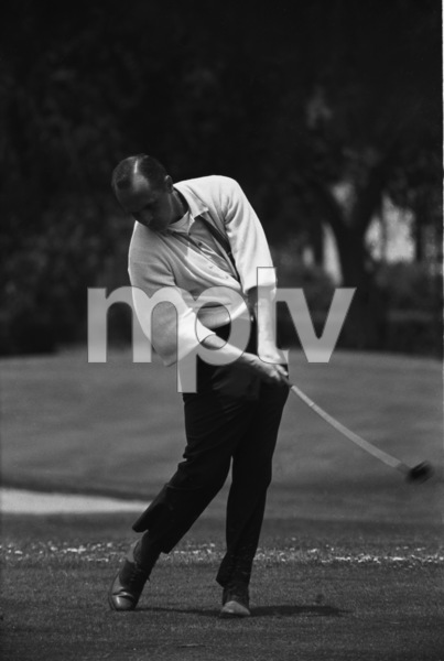 Bob Newhart golfing1961 © 1978 Sid Avery - Image 0092_0327