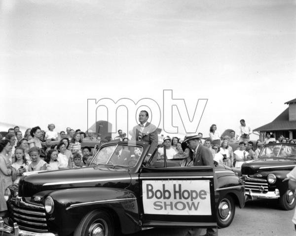 "Bob Hope at Topeka, Kansas on a promotionaltour for the""Bob Hope Show,"" 1946.**I.V. - Image 0173_0589"