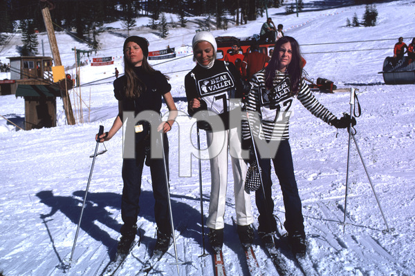 Janet Leigh with daughters Kelly Curtis and Jamie Lee Curtis Skiing at Bear ValleyMarch 1971 © 1978 Gunther - Image 0194_0113