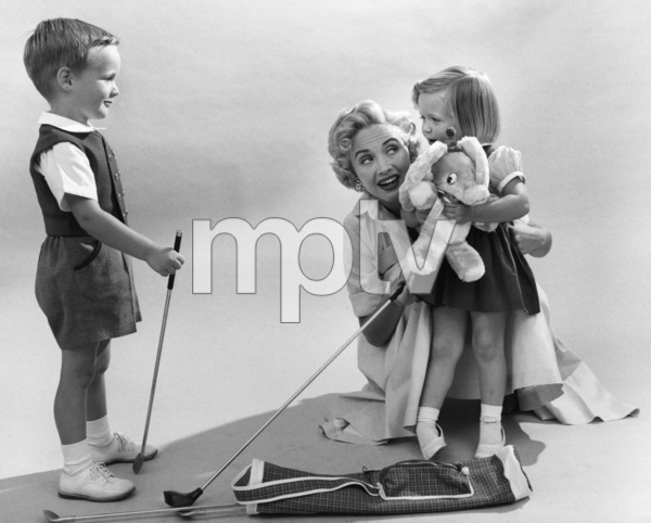 Jane Powell with son Geary and daughter Suzanne IleenAugust 17, 1955 © 1978 Sid Avery - Image 0328_0200