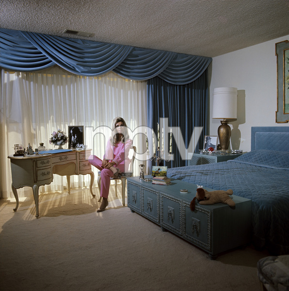 Nancy Sinatra at home1967© 1978 David Sutton - Image 0336_0137