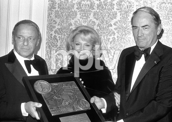Frank Sinatra receives the Scopus Award with Gregory Peck and Barbara Sinatra © 1980 David Sutton - Image 0337_0617