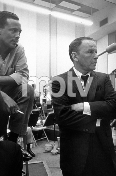 Frank Sinatra and Quincy Jones at a recording session / 1964 © 1978 David Sutton - Image 0337_1175