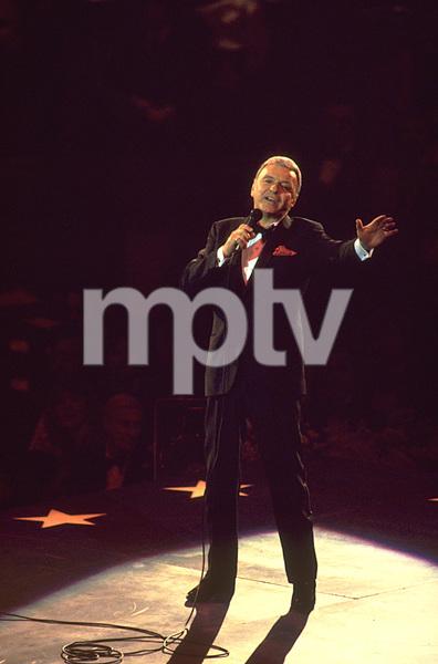 Frank Sinatra performing. © 1980 Gunther - Image 0337_1338