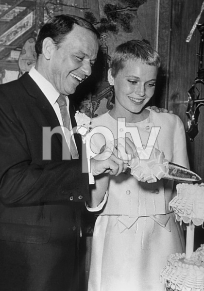 Frank Sinatra and new bride Mia Farrow, 1966. © 1978 Gunther - Image 0337_1354
