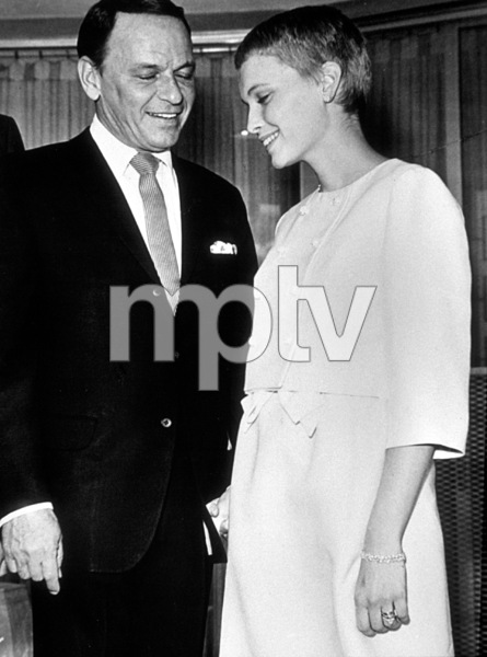 Frank Sinatra and new bride Mia Farrow, 1966. © 1978 Gunther - Image 0337_1390
