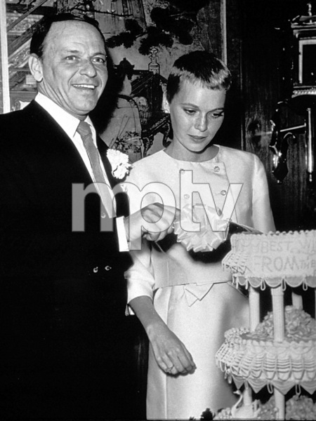 Frank Sinatra and new bride Mia Farrow, 1966. © 1978 Gunther - Image 0337_1391