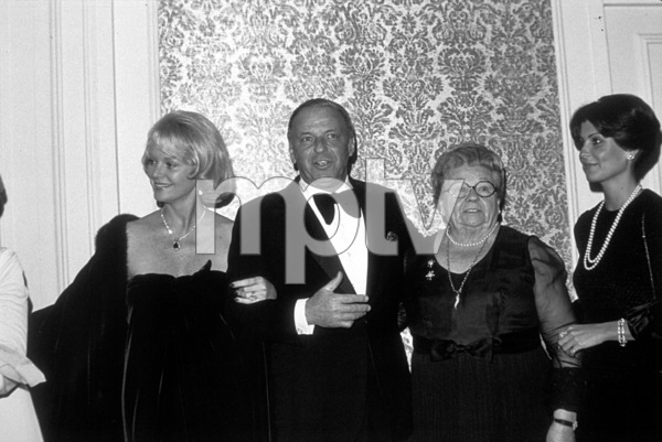 Frank Sinatra, wife Barbara, Dolly, and Tinaat Scopus Awards, 1976. © 1978 David Sutton - Image 0337_1610