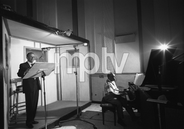 """Frank Sinatra with Count Basie at the recording session for the album """"It Might as Well Be Swing""""1964 © 1978 Ted Allan - Image 0337_1996"""