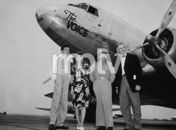 Frank Sinatra with Eileen Barton,Lt. Col. Winn, Waler Huston.Long Beach, 8/30/44 - Image 0337_2305