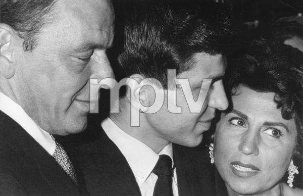 Frank Sinatra with Frank Sinatra Jr. and Nancy Sinatra Sr. 1964 © 1978 Chester Maydole - Image 0337_2339