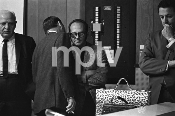Frank Sinatra with Mo Ostin during recording session 1967 © 1978 Ed Thrasher - Image 0337_2648