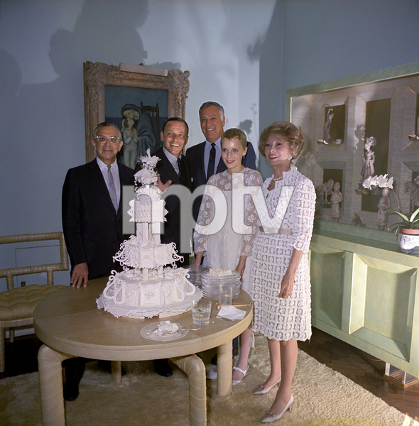 Mia Farrow on her wedding day to Frank Sinatra with Jack Entratter and Bill and Edie Goetz1966 © 1978 Ted Allan - Image 0337_2899