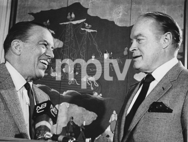 Ed Sullivan and Bob Hope at the Peabody Awards1968. - Image 0441_0155