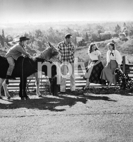 Henry Fonda with (L-R) Jane Fonda, Peter Fonda, step-daughter Pan and wife Frances Seymour Brokaw at their home on Tigertail Road in Brentwood, CA circa 1947 © 1978 John Engstead - Image 0518_0876