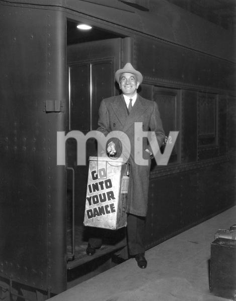 Al Jolson boarding traincirca 1930s** I.V. - Image 0534_0131