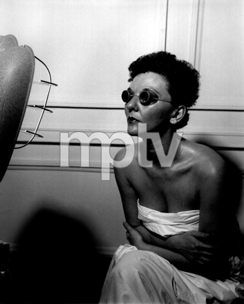 Mary Martin sitting in front of a tanning lamp 1949© John Swope Trust - Image 0549_0080