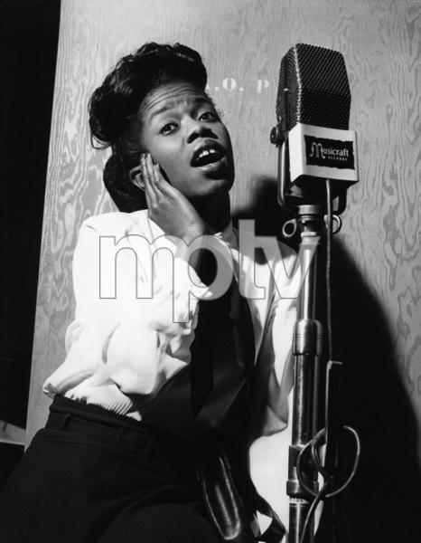 Sarah Vaughan in the recording studiocirca 1940s** I.V.M. - Image 0578_0014
