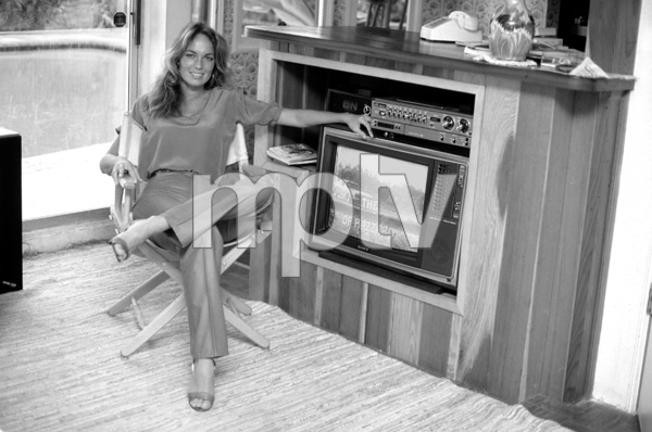 Catherine Bach at home, 1981. © 1978 David Sutton - Image 0585_0007