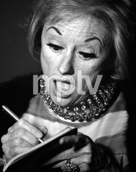 Phyllis Diller signing books at a Share event1967 © 1978 Tom Elliott - Image 0599_0169