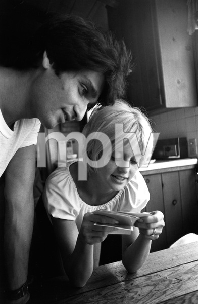 Goldie Hawn at home with her husband Gus Trikonis1969 © 1978 Gunther - Image 0616_0041