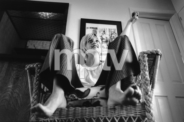 Goldie Hawn at home1969© 1978 Gunther - Image 0616_0056