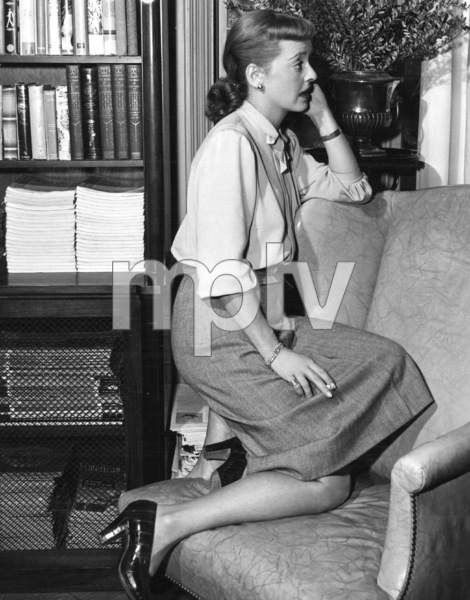 "Bette Davis behind the scenes of""Winter Meeting,"" 1948. - Image 0701_1256"