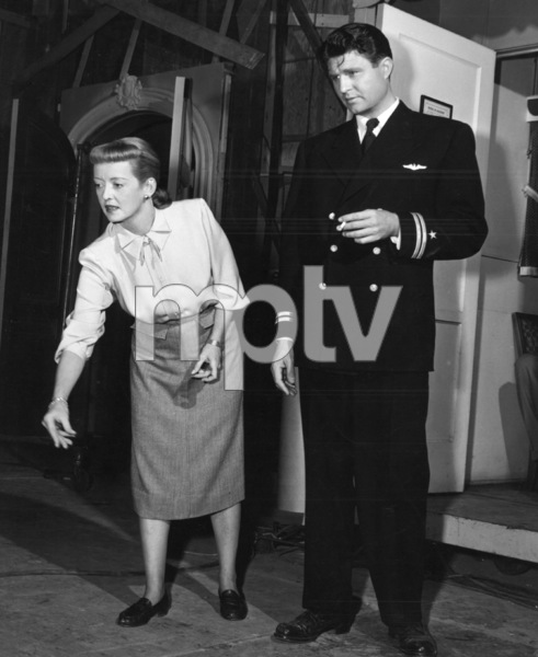"Bette Davis, James DavisBehind the scenes of ""Winter Meeting""1948 / Warners - Image 0701_1281"