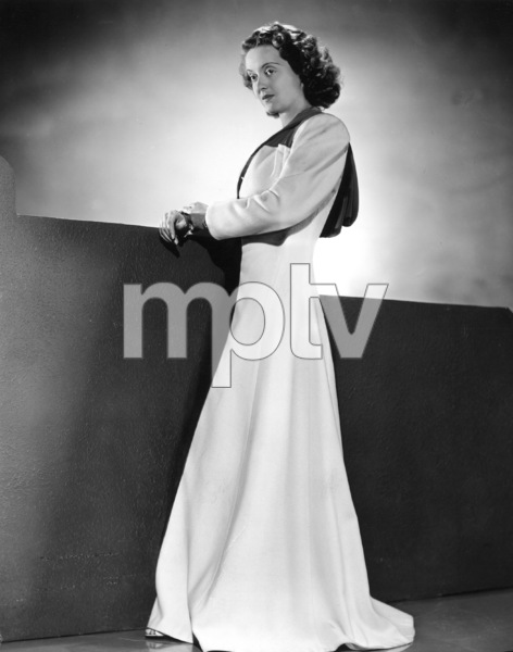 Bette Davis, 1940.Photo by Scotty Welbourne - Image 0701_1339