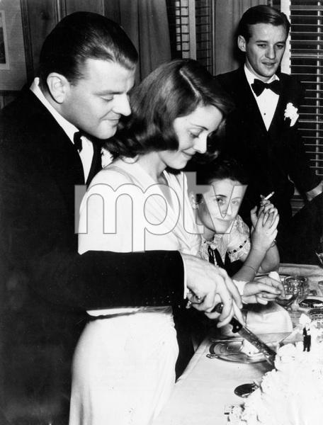Bette Davis at wedding 1943, I.V. - Image 0701_2256