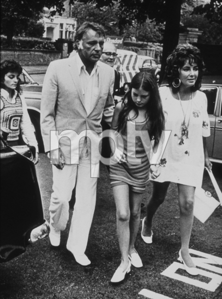 Elizabeth Taylor with Richard Burton and daughter Kate in LondonC. 1970**R.C.MPTV - Image 0712_0075