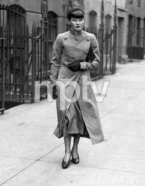 Katharine Hepburn in NYC, 1934, I.V. - Image 0722_2340