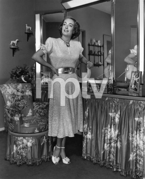 Joan Crawfordat home in Los AngelesC. 1949 - Image 0728_2013