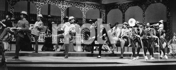 Judy GarlandOn the setStar Is Born, A (1954)0047522 - Image 0733_0777
