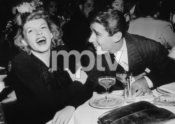 Judy Garland and Peter Lawford circa 1946 ** I.V. - Image 0733_2124