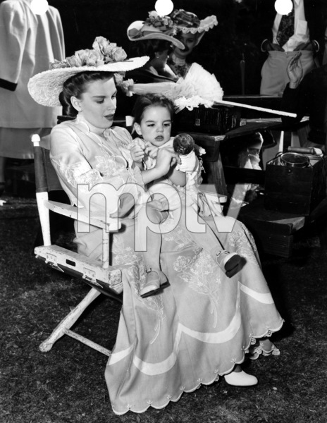 Judy Garland with daughter Liza Minnelli on the set of